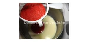 Filtrar puré de morangos copy