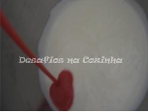 Juntar iogurte ao morango copy