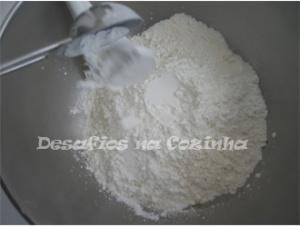 Juntar fermento as farinhas copy