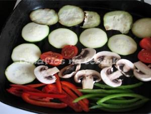 Legumes cortados a grelhar copy